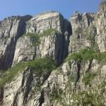 Auf der Fähre am Lysefjord - der Preikestolen von unten